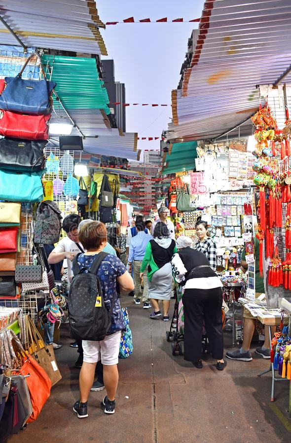 Mercado da noite da rua do templo fotos de stock