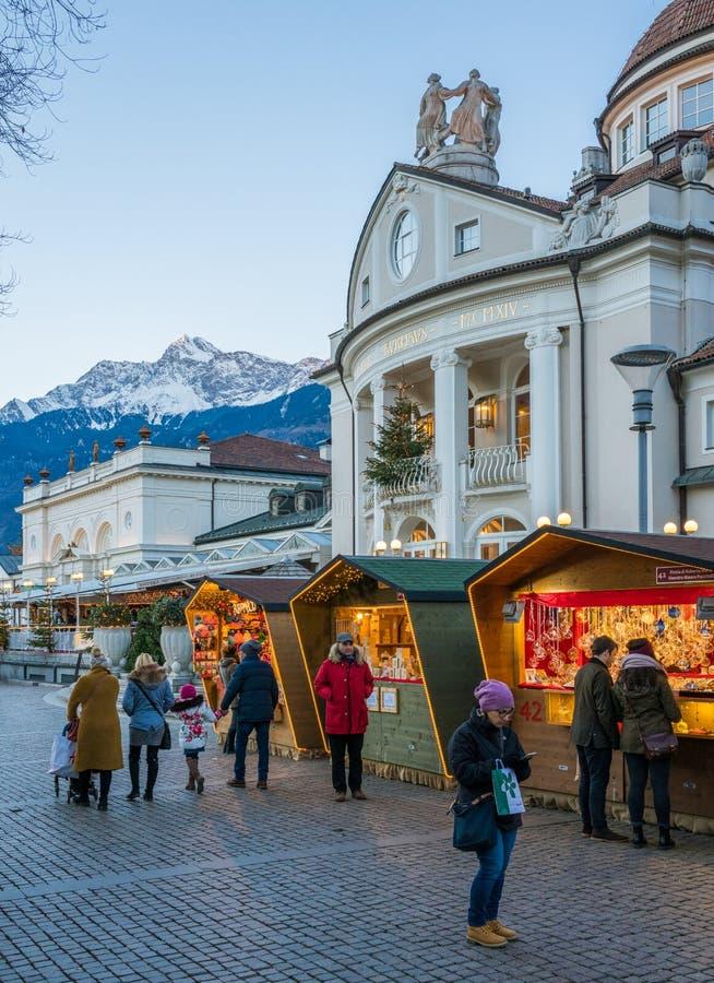 Mercado da noite, Trentino Alto Adige do Natal de Merano, Itália do norte imagem de stock