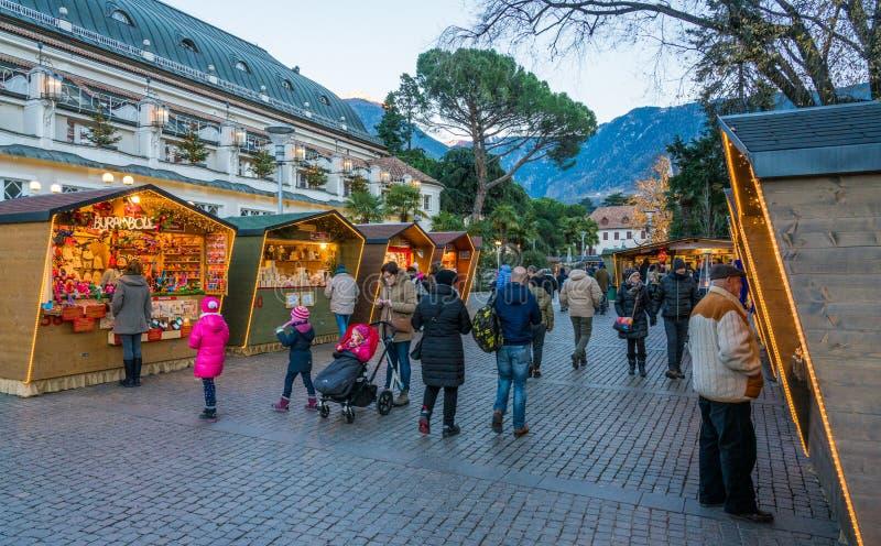 Mercado da noite, Trentino Alto Adige do Natal de Merano, Itália do norte imagens de stock royalty free