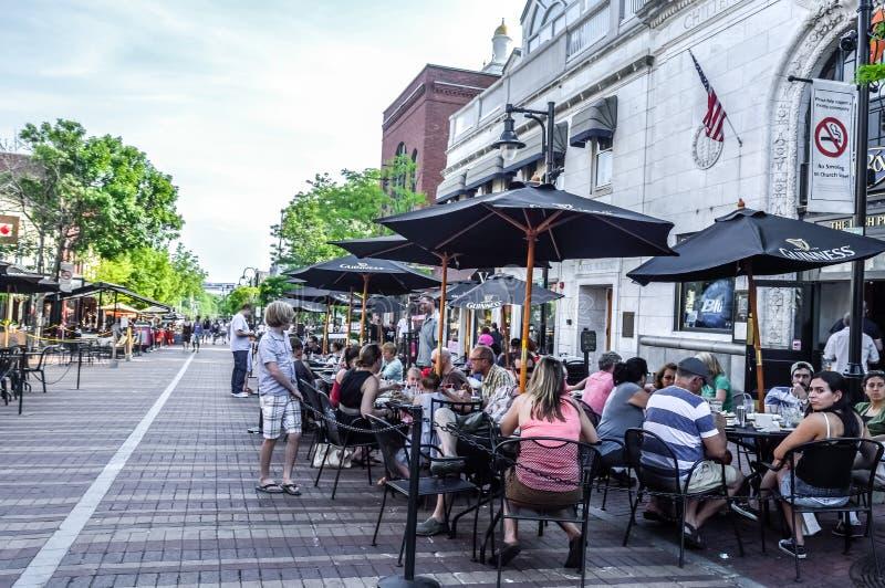 Mercado da rua da igreja no distrito histórico de Burlington imagem de stock
