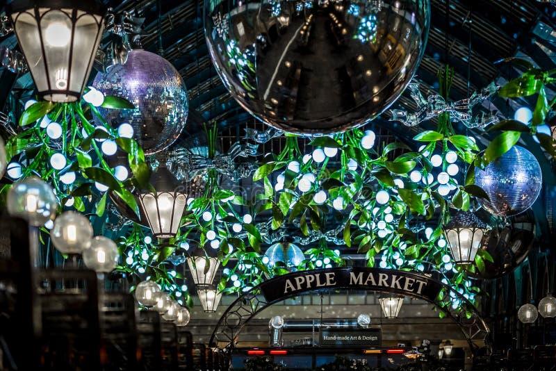 Mercado de Apple del jardín de Covent en la Navidad, Londres foto de archivo