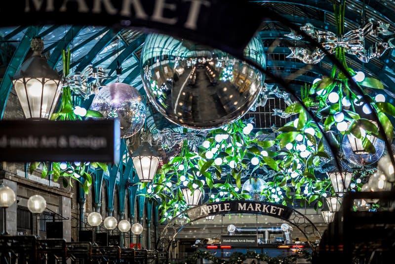 Mercado de Apple del jardín de Covent en la Navidad, Londres fotos de archivo libres de regalías