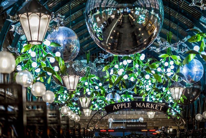 Mercado de Apple del jardín de Covent en la Navidad, Londres fotografía de archivo libre de regalías