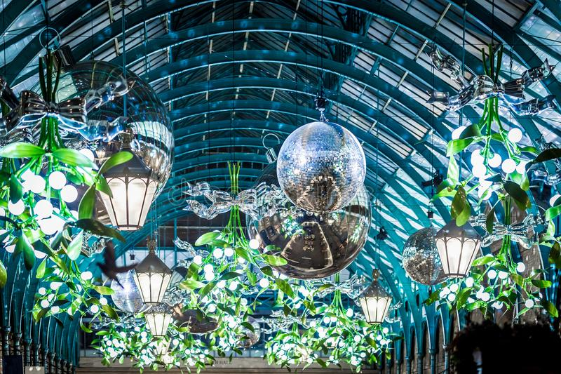 Mercado de Apple del jardín de Covent en la Navidad, Londres imagenes de archivo