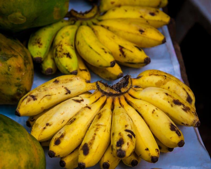 Mercado de bananas frescas Iquitos Peru foto de stock