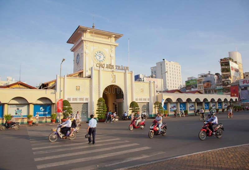 Mercado de Ben Thanh em Saigon imagem de stock royalty free