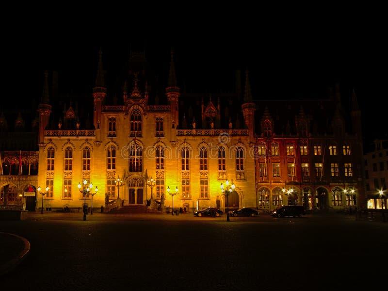 Mercado de Bruges na noite imagens de stock