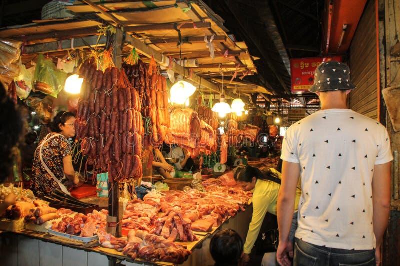 Mercado de carne fresca de la noche en el corazón de Asia foto de archivo libre de regalías