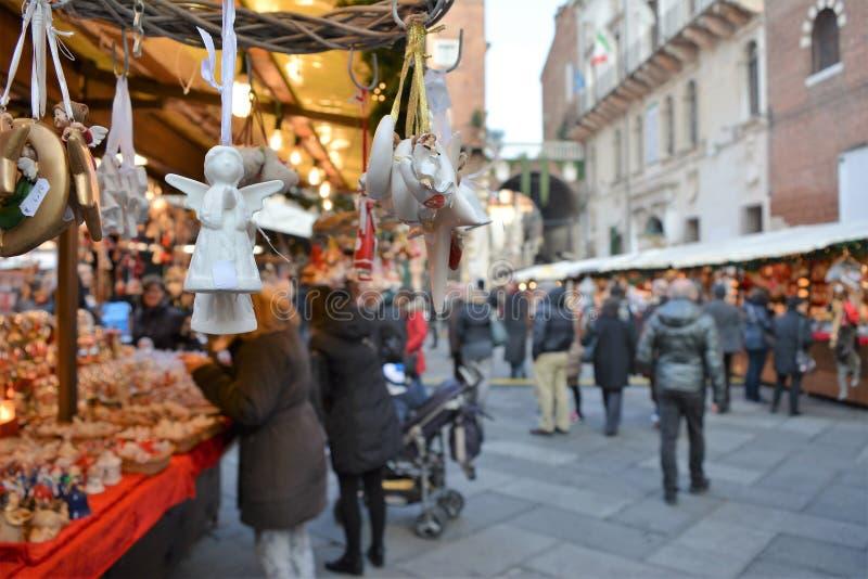 Mercado de decorações do Natal fotos de stock