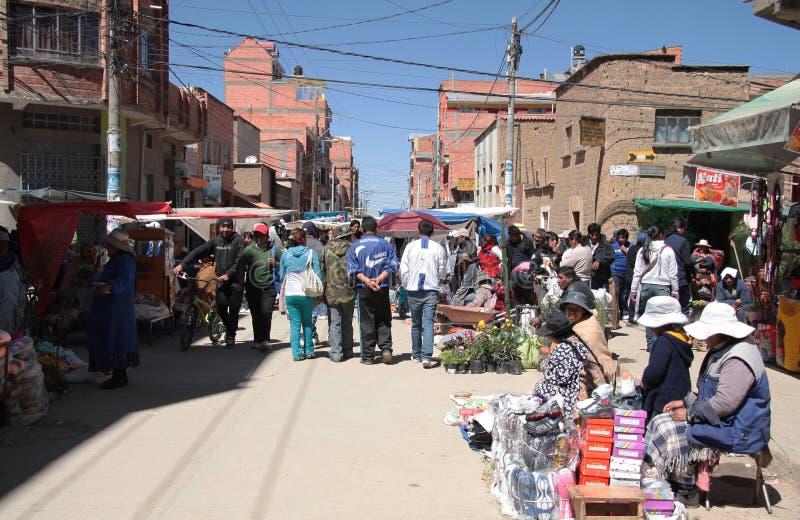 Mercado de domingo en El Alto, La Paz, Bolivia imagen de archivo