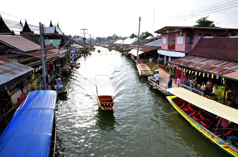 Mercado de flutuação Ampawa imagem de stock