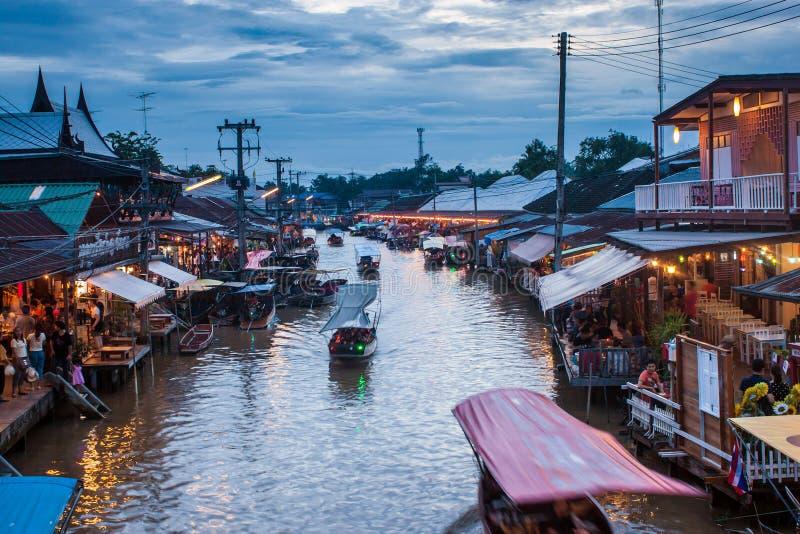 Mercado de flutuação de Ampahwa foto de stock