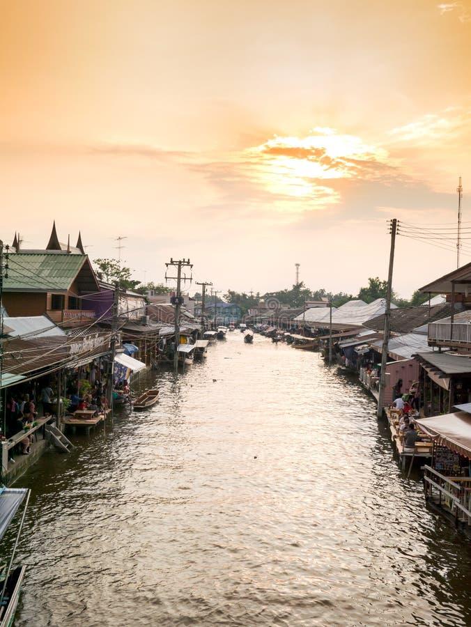 Mercado de flutuação de Ampawa fotografia de stock royalty free