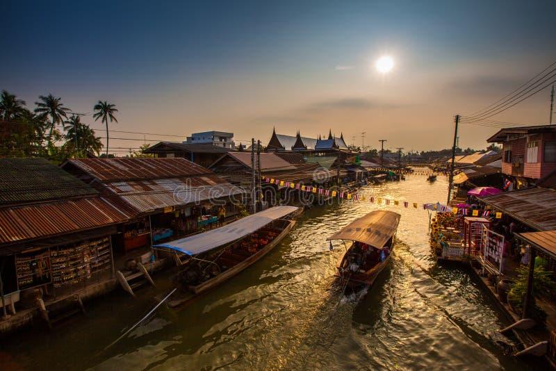 Mercado de flutuação de Ampawa fotos de stock