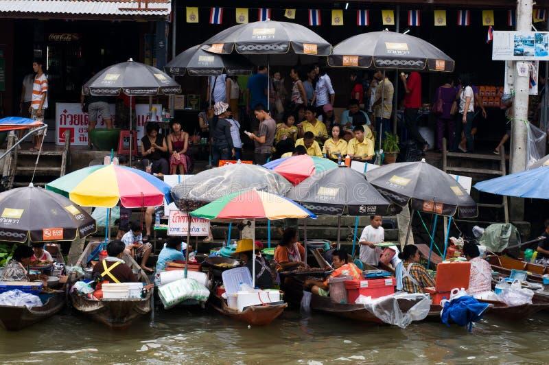 Mercado de flutuação de Amphawa fotos de stock royalty free