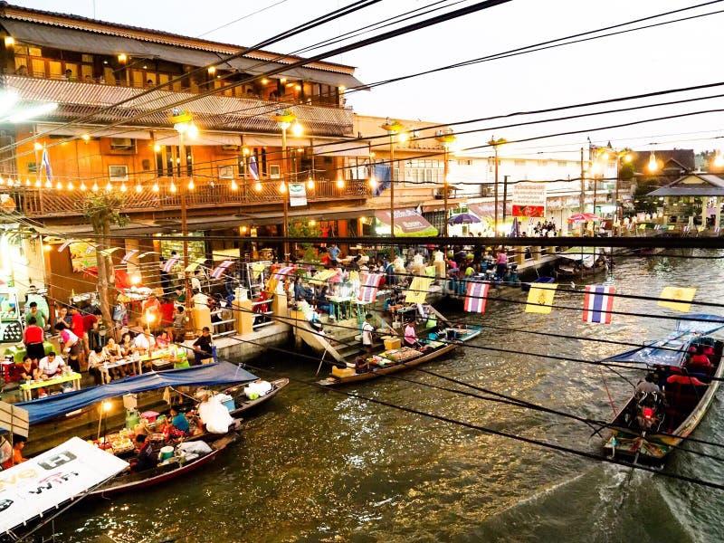 Mercado de flutuação de Amphawa foto de stock royalty free