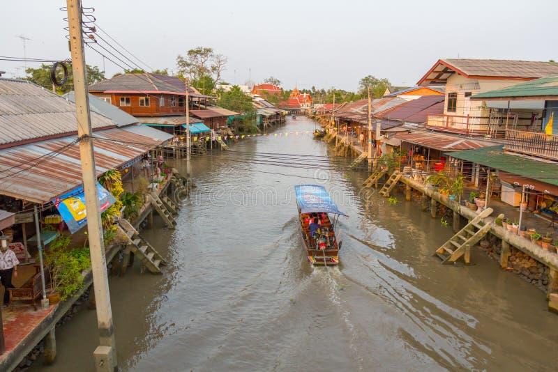 Mercado de flutuação de Amphawa da noite foto de stock