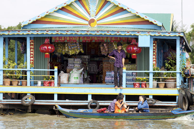 Mercado de flutuação de Cambodia imagens de stock royalty free