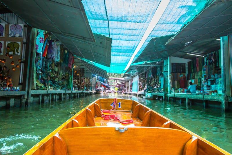 Mercado de flutuação de Damnoen Saduak, Ratchabu, Tailândia fotografia de stock royalty free