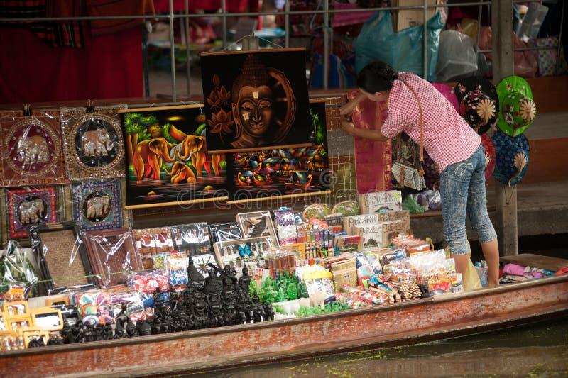 Mercado de flutuação de Damnuan Saduak no meio de Tailândia. fotografia de stock royalty free