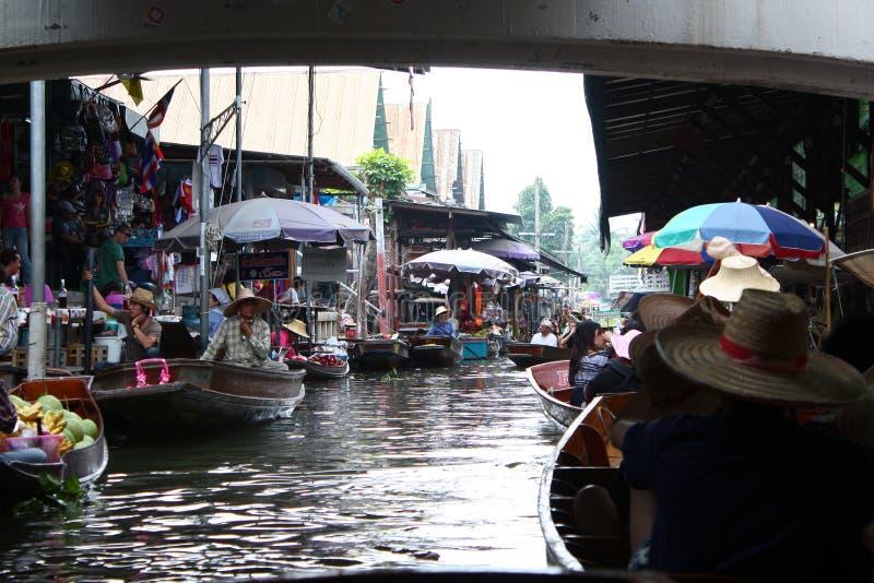 Mercado de flutuação em Tailândia foto de stock
