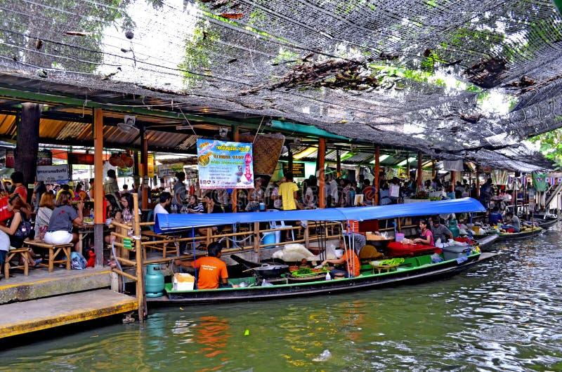 Mercado de flutuação de Mayom do Lat de Khlong em Banguecoque fotos de stock