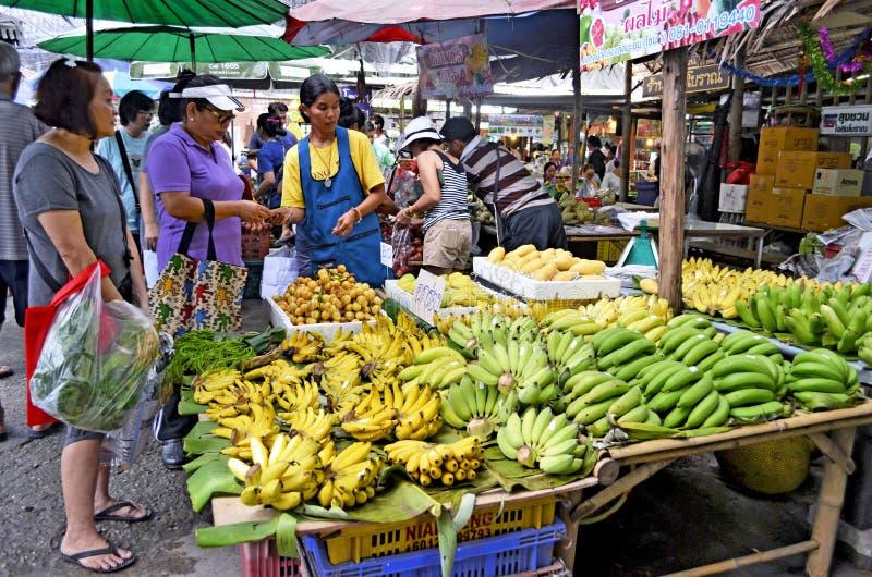 Mercado de flutuação de Mayom do Lat de Khlong em Banguecoque foto de stock