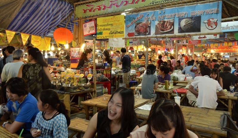Mercado de flutuação de Mayom do Lat de Khlong em Banguecoque foto de stock royalty free