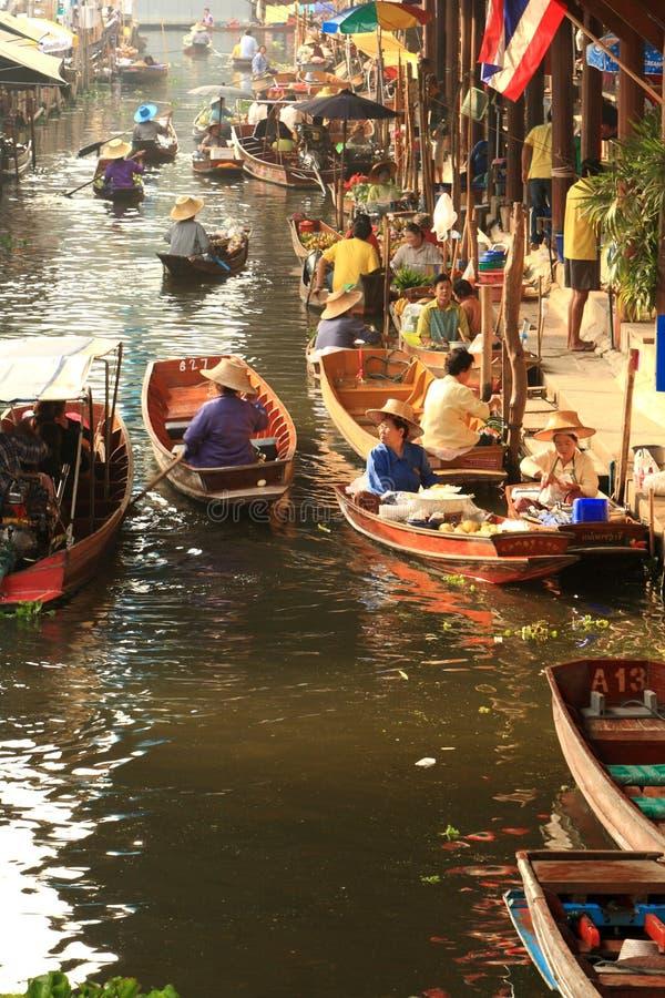 Mercado de flutuação, Tailândia fotografia de stock