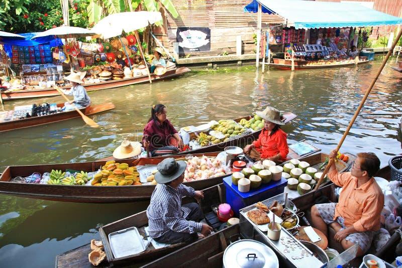 Mercado de flutuação, Tailândia imagem de stock