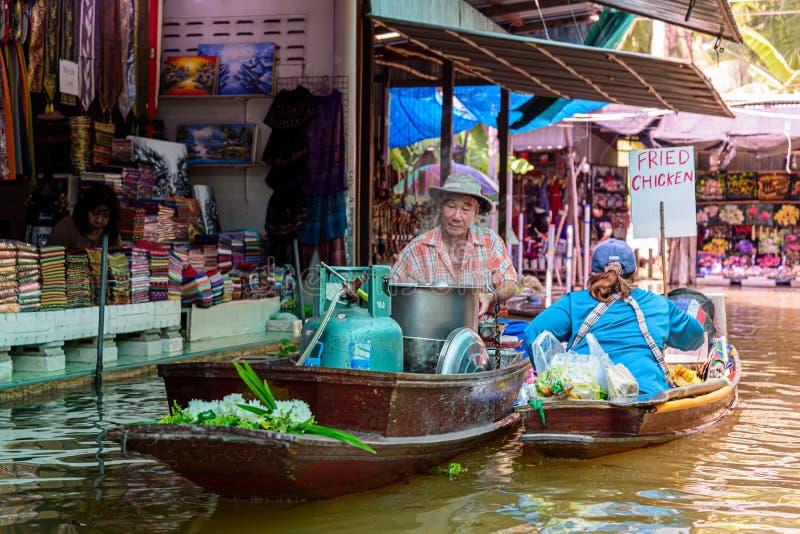 Mercado de flutua??o de Damnoen Saduak imagens de stock