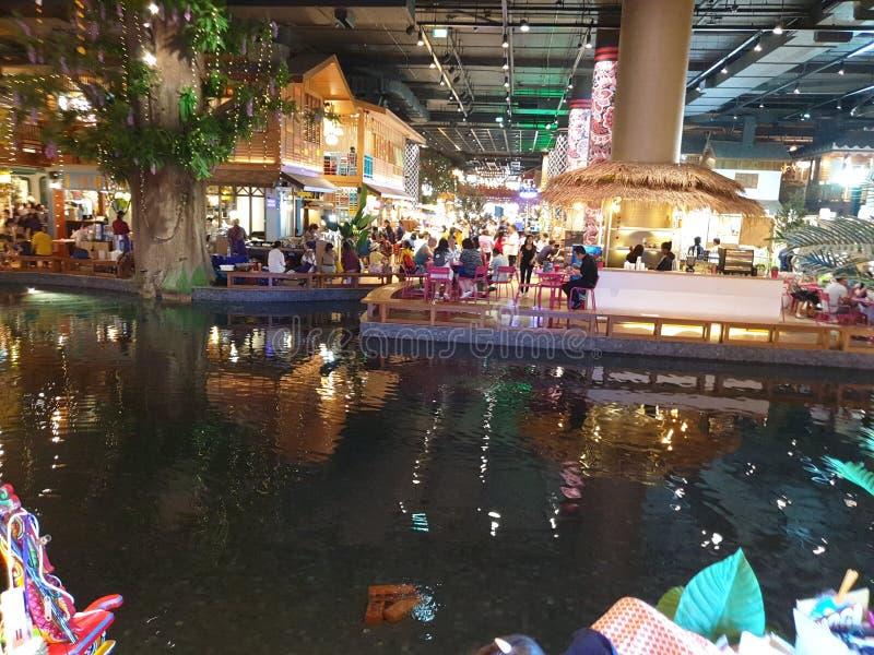 Mercado de flutua??o interno original Banguecoque de Iconsiam fotos de stock