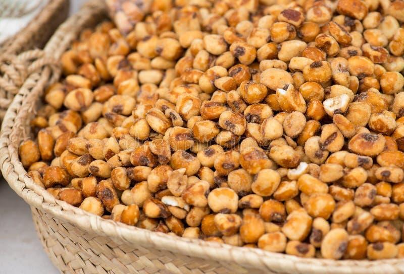 Mercado de Fried Corn Seeds On The foto de stock