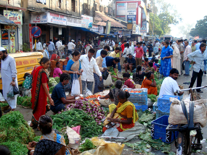 Mercado de fruta indiano da rua, Mumbai - India foto de stock royalty free
