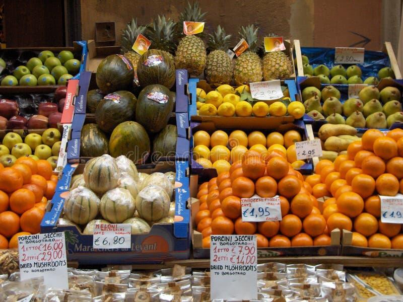 Mercado de fruta italiano imagem de stock