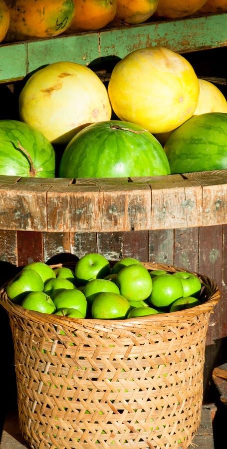 Mercado de frutas tropicais imagem de stock