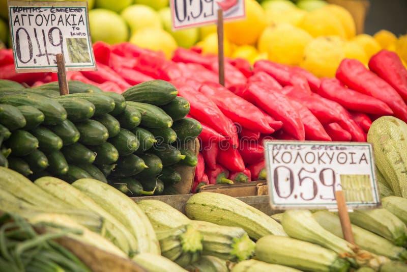 Mercado de fruto em Atenas, Grécia imagens de stock royalty free
