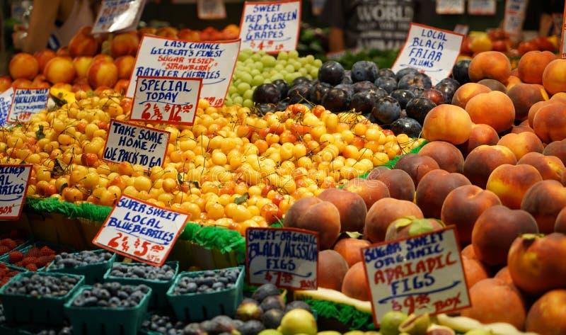 Mercado de fruto exterior fotografia de stock royalty free