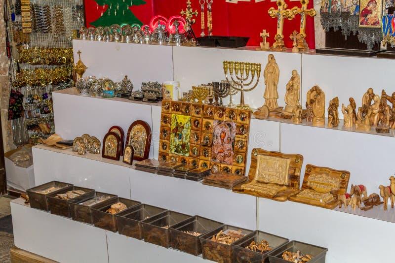 Mercado de Jerusalén en ciudad vieja, recuerdos e iconos religiosos imagen de archivo libre de regalías