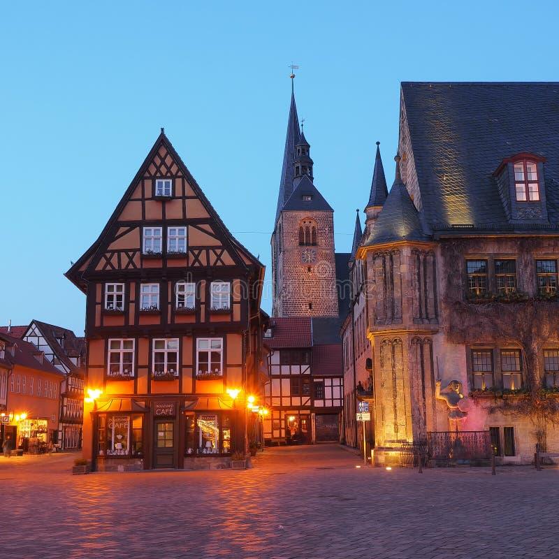 Mercado de la ciudad Quedlinburg en la hora azul foto de archivo libre de regalías