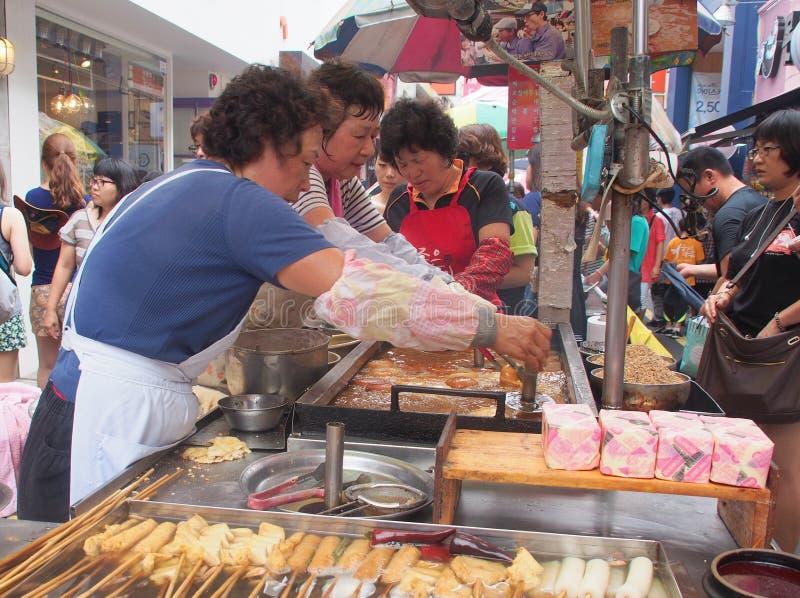 Mercado de la comida de la calle en Busán, Corea del Sur imagenes de archivo