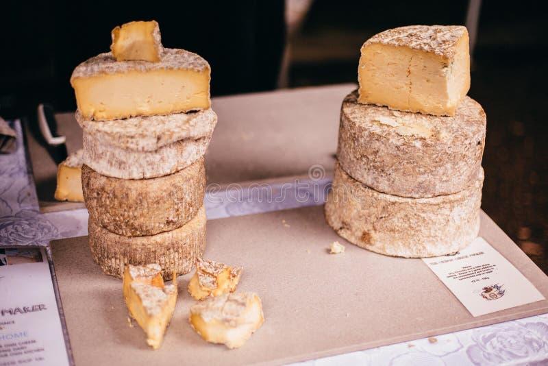 Mercado de la comida del queso fotografía de archivo libre de regalías