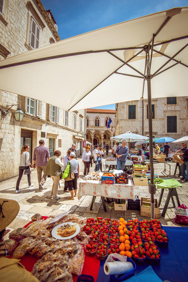 Mercado de la fruta de Dubrovnik imágenes de archivo libres de regalías