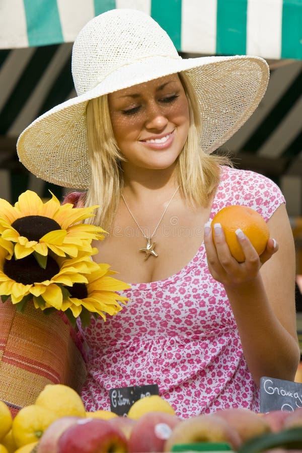 Mercado de la fruta del verano fotos de archivo
