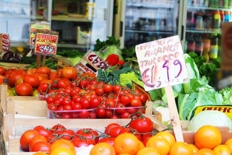 Mercado de la fruta en la calle imagen de archivo libre de regalías