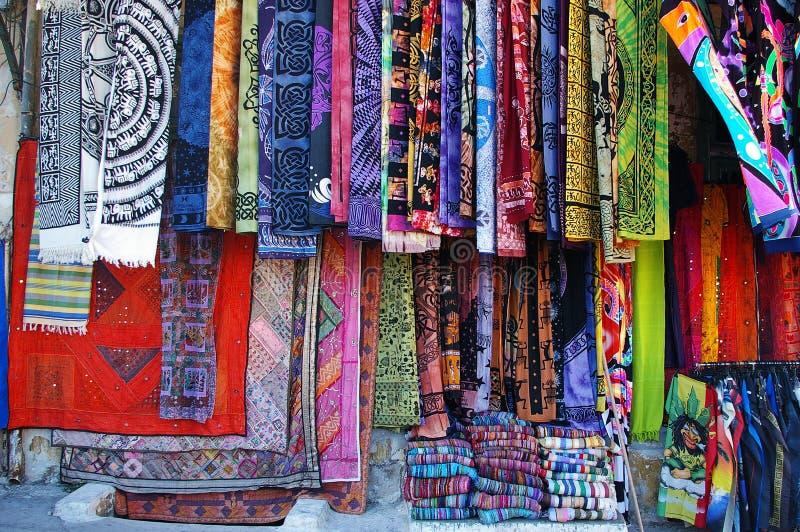 Mercado de la materia textil foto de archivo libre de regalías
