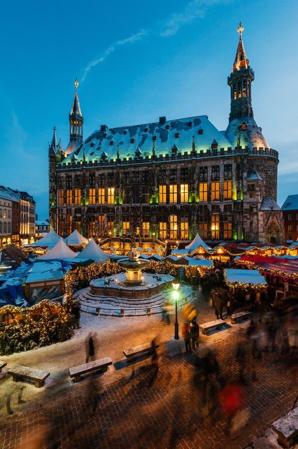 Mercado de la Navidad de Aquisgrán imagenes de archivo