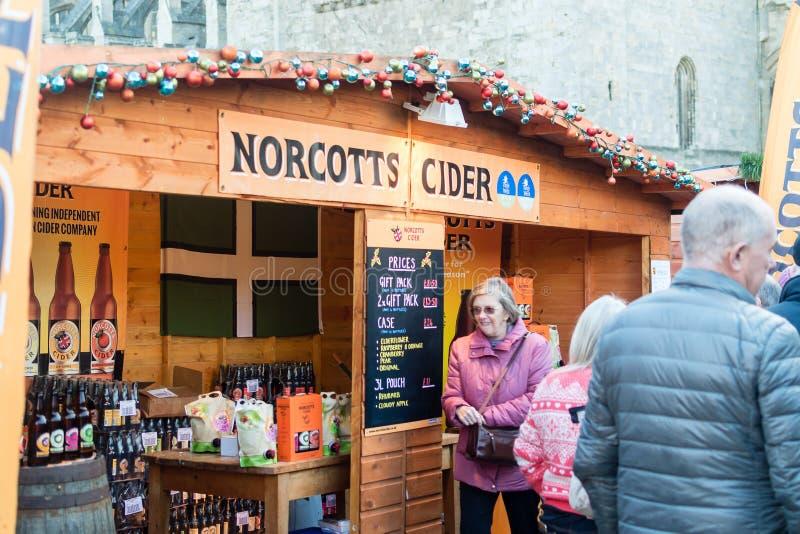 Mercado de la Navidad de la catedral de Exeter - parada de la sidra de Norcotts imágenes de archivo libres de regalías