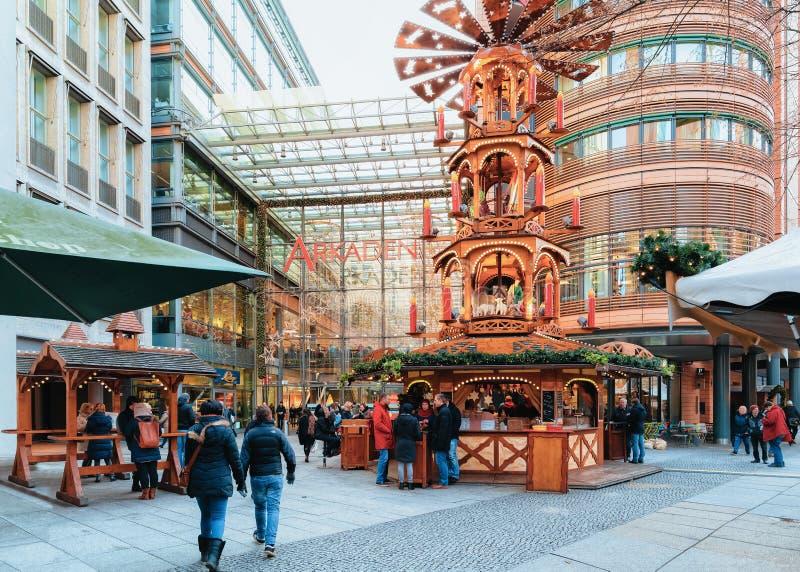 Mercado de la Navidad en Potsdamer Platz en el invierno Berlín foto de archivo libre de regalías