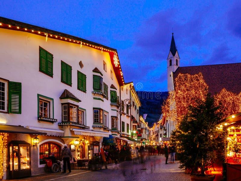Mercado de la Navidad en Vipiteno, Bolzano, Trentino Alto Adige, Italia imagen de archivo